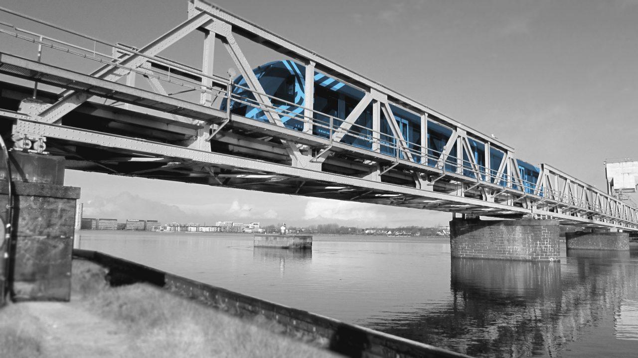 Togbroen over Limfjorden skaber forbindelse. I Duerlund Organisation & Ledelse skaber vi forbindelse mellem mennesker og forretning.